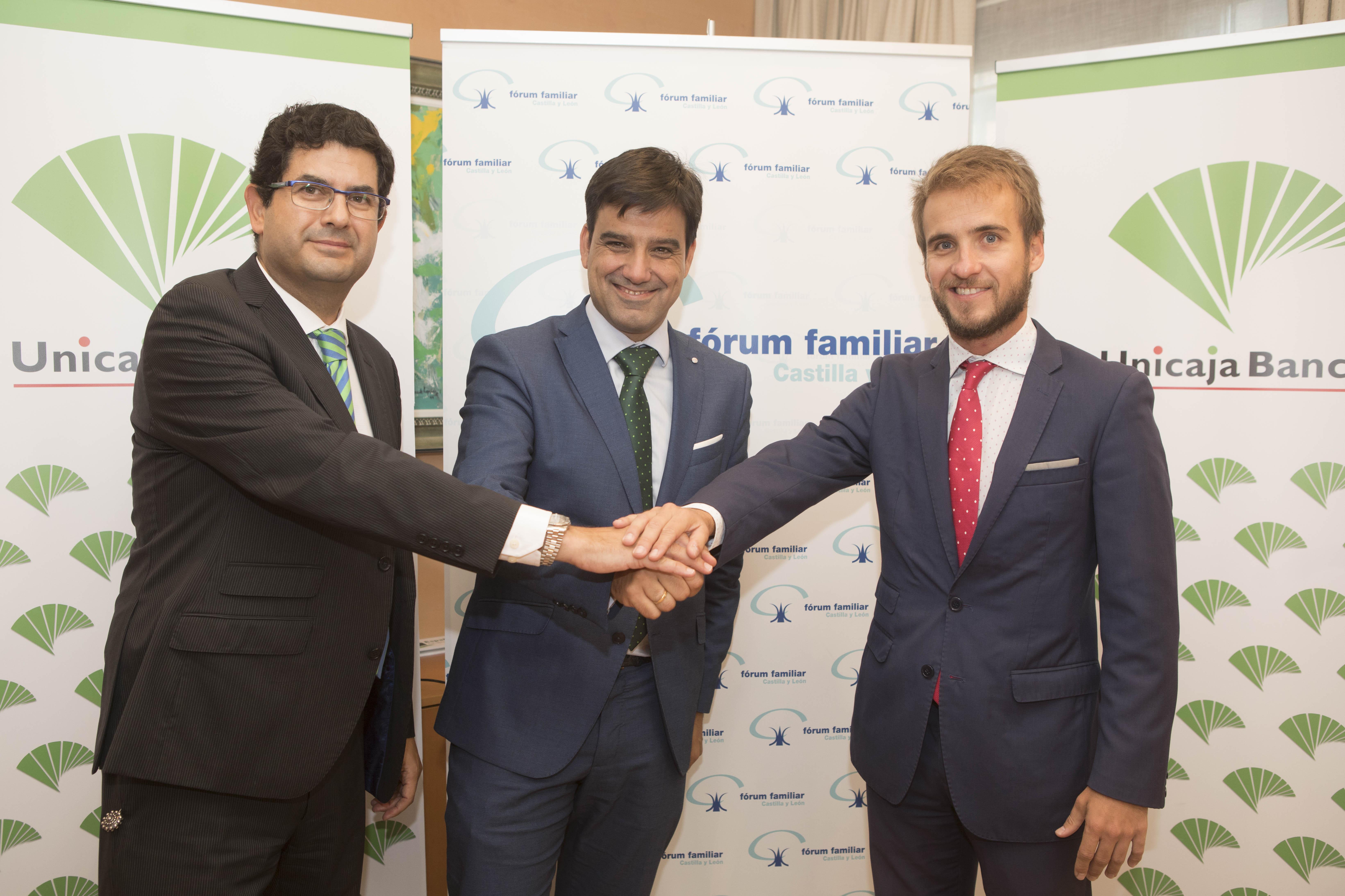 Firma de acuerdo entre Unicaja Banco y Fórum Familiar
